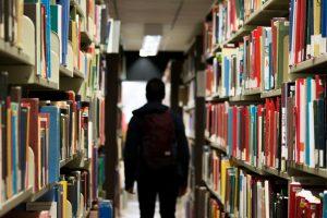 Student u biblioteci