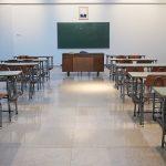 Prazna učionica kakva se nadamo neće više biti i da između online ili standardna nastava nema dileme